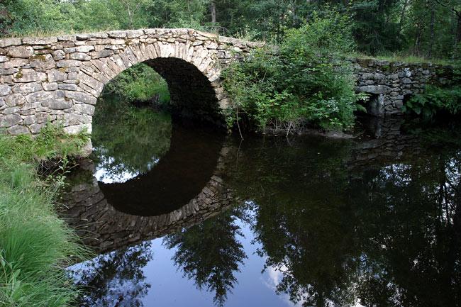 الجسور القديمة